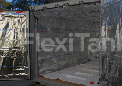 Container liner thermally insulated